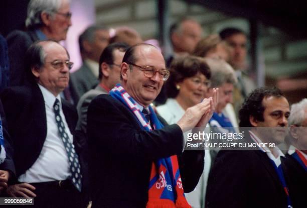 Le président de la République Jacques Chirac entouré de Michel Platini et Noël Le Graët assiste à la finale de la Coupe du Monde 98 entre la France...