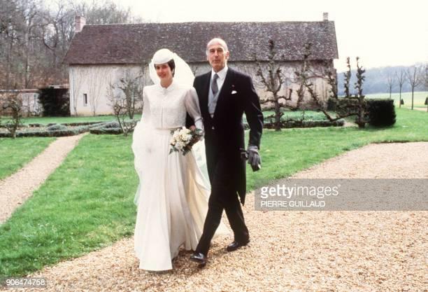Le président de la République Valéry Giscard d'Estaing accompagne à l'église sa fille cadette Jacinte qui se marie le 7 avril 1979 à Authon dans la...