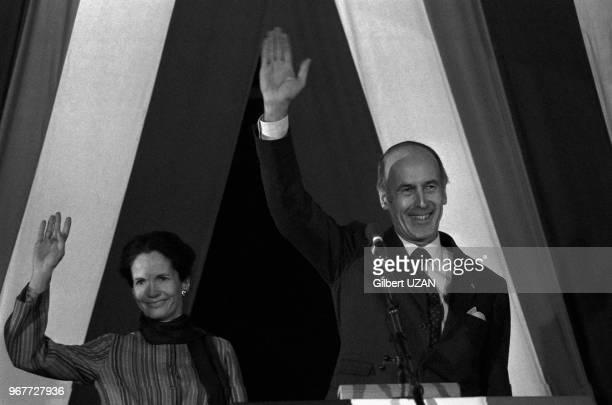 Le président de la République Valéry Giscard d'Estaing et son épouse AnneAymone en campagne pour les élections législatives le 18 décembre 1977 à...