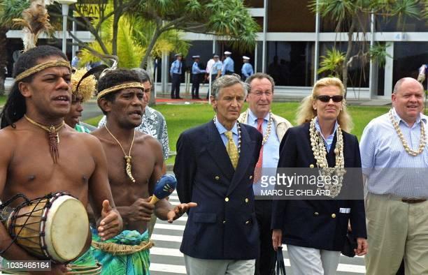 le président de l'Assemblée nationale Raymond Forni et son épouse Dominique sont accompagnés du député de l'Aisne René Dosière et du député de Pierre...