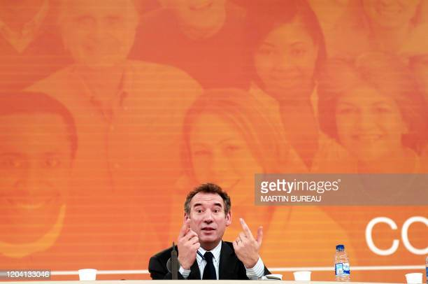 Le président de l'UDF François Bayrou s'exprime le 28 janvier 2006 à Lyon au premier des deux jours du congrès extraordinaire de l'UDF Quelque 3000...