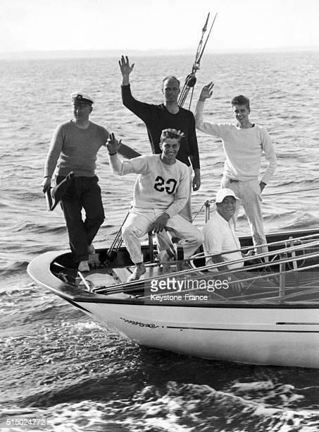 Le président des EtatsUnis Franklin Delano Roosevelt et ses trois fils Franklin Delano Roosevelt Junior James Roosevelt et John Roosevelt lors d'une...