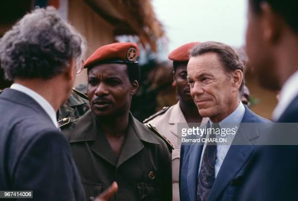 Le Président du Congo Denis Sassou N'Guesso reçoit le directeur d'Elf Aquitaine Albin Chalandon lors de l'inauguration du champ pétrolier de Yanga...