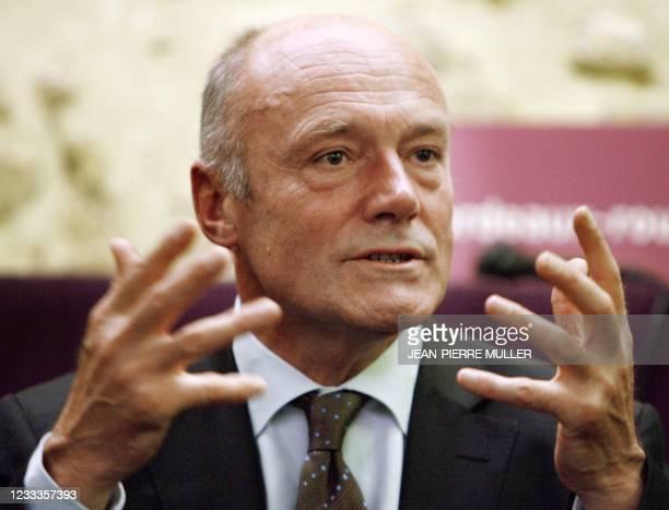 Le président du Conseil régional d'Aquitaine et député socialiste de Gironde Alain Rousset s'exprime, le 18 octobre 2007 à Bordeaux, lors d'une...