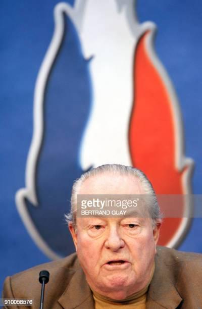 Le président du Front National JeanMarie Le Pen s'exprime le 22 mars 2006 au siège du Front National à SaintCloud lors d'une conférence de presse AFP...