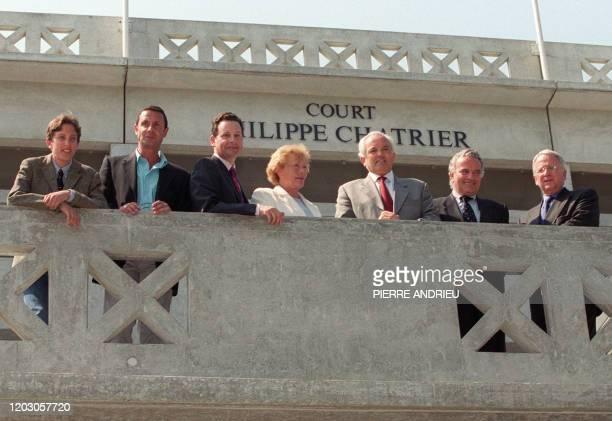 Le président du neuvième tournoi de Roland-Garros et de la Fédération française de tennis , Christian Bîmes pose avec des proches de Philippe...