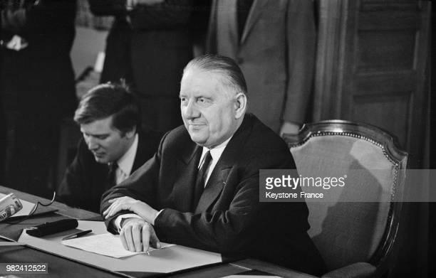 Le président du sénat et président de la république par intérim Alain Poher donne une confrence de presse au sénat à Paris en France le 28 mai 1969