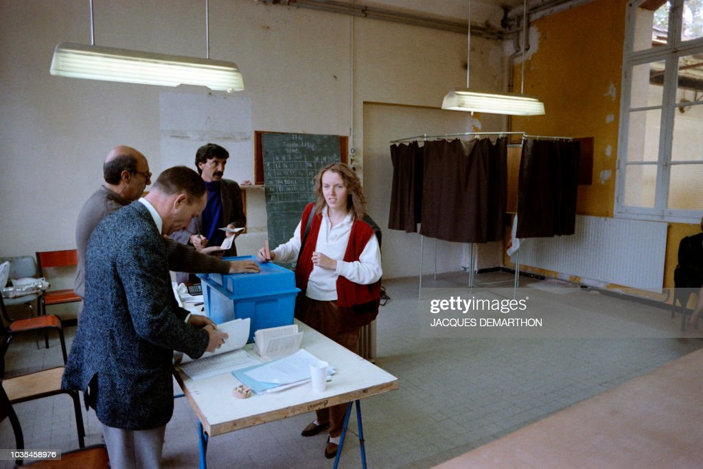 Bureau de vote stock photos and pictures getty images