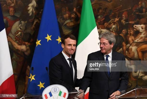 Le président français Emmanuel Macron et le premier ministre italien Paolo Gentiloni au Palais Chigi, le 11 janvier 2018, Rome, Italie.