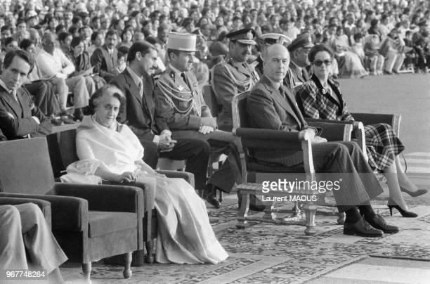Le président français Valéry Giscard d'Estaing et son épouse AnneAymone lors d'une cérémonie avec le Premier ministre indien Indira Gandhi le 25...