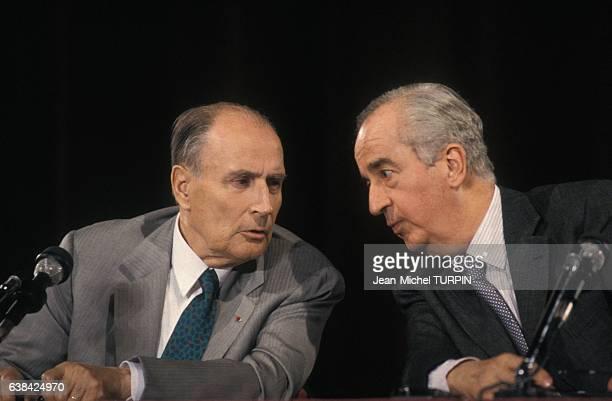Le président François Mitterrand et le Premier ministre Edouard Balladur lors du sommet francoallemand le 1er mai 1993 à Beaune France