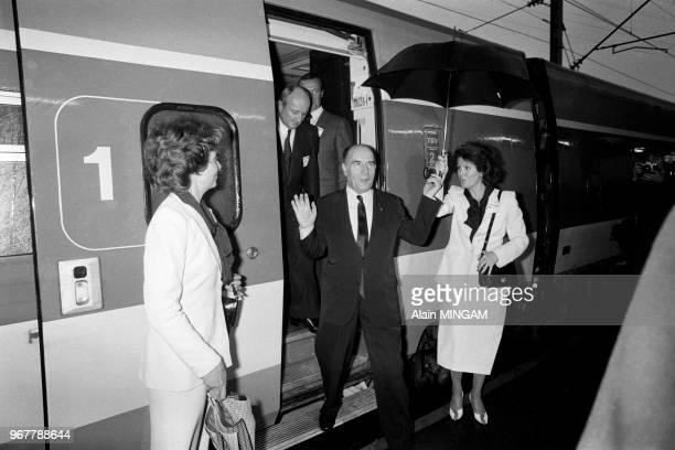 Le président François Mitterrand lors du voyage inaugural du TGV le 22 septembre 1981 à Montchanin France