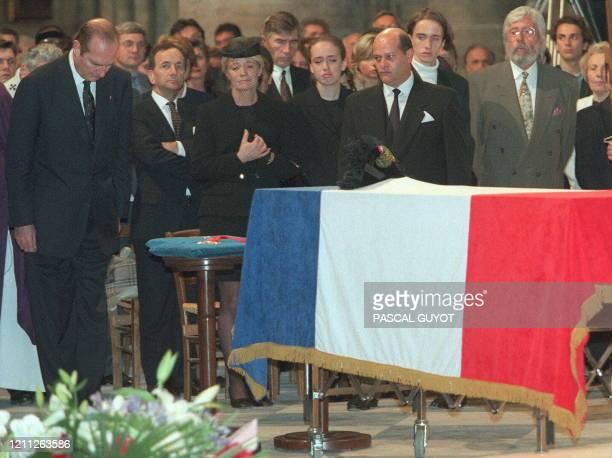 Le président Jacques Chirac, la femme du Commandant Cousteau, Francine, leurs deux enfants Diane et Pierre-Yves, et le fils du Commandant,...