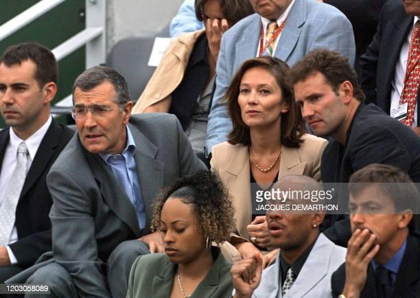 Le président la Ligue nationale de football, Gérard Bourgoin , le journaliste Pierre Sled , le sprinter américain Maurice Greene, et son épouse et...