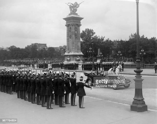Le Président Lebrun arrive dans sa voiture découverte pour assister au défilé à Paris France le 14 juillet 1934