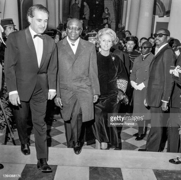 """Le Président Léopold Senghor et sa femme Colette ont assisté à la représentation de """"Macbeth"""" par la troupe du théâtre national du Sénégal le 13..."""