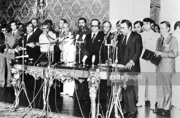 Le président portugais Costa Gomes prononce un discours lors de la cérémonie d'investiture du sixième gouvernement provisoire portugais dirigé par...