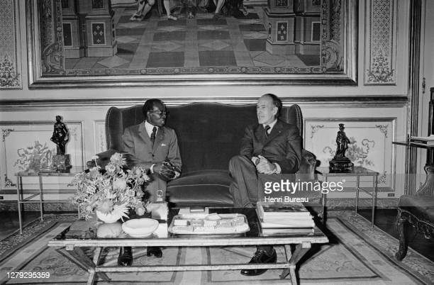 Le président sénégalais Leopold Senghor en visite à Paris, a été reçu par le président Valery Giscard d'Estaing dans les salons de l'Elysée, 12...