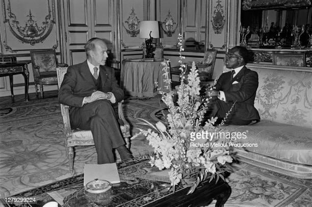 Le président sénégalais, Leopold Senghor en visite privée à Paris pour quelques jours, a rencontré Valery Giscard d'Estaing à l'Elysée, 12 mars 1976.