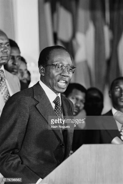 Le président sénégalais Leopold Senghor lors du sommet de l'OUA : Organisation de l'Unité Africaine, au sein de l'Africa Hall d'Addis-Abeba, pour un...