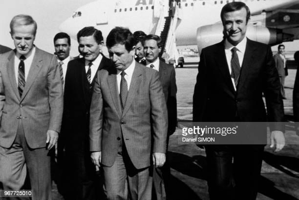 Le président syrien Hafez el-Assad, le ministre syrien des Affaires Etrangères Abdel Halin Khaddem et le vice-président syrien Rifaat el-Hassad ont...