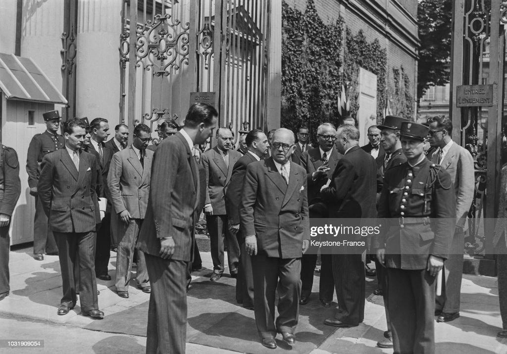 Le Président Vincent Auriol regagne l\'Elysée à pied Pictures | Getty ...
