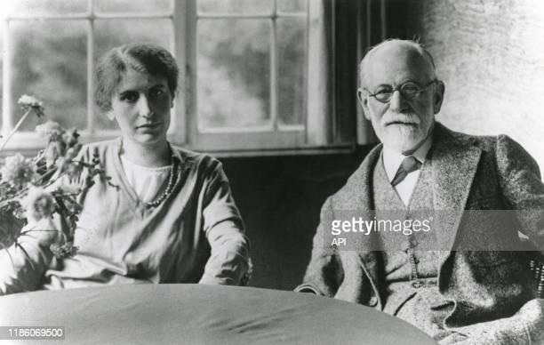 Le psychanalyste autrichien Sigmund Freud avec sa fille Anna Freud à Berlin en 1928 Allemagne