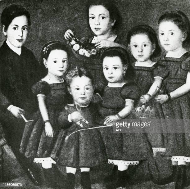 Le psychanalyste autrichien Sigmund Freud avec ses frères et soeurs Dolfi Alexander Anna Paula et Mitzi en 1868