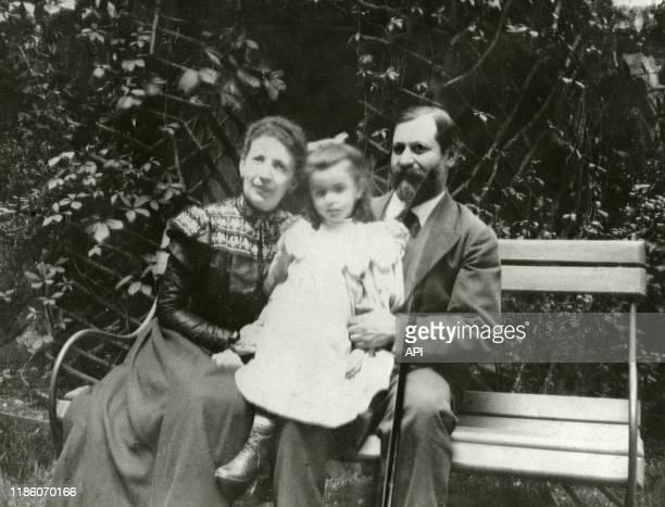Le psychanalyste autrichien Sigmund Freud avec son épouse Martha et sa fille Anna en 1898 à Vienne Autriche