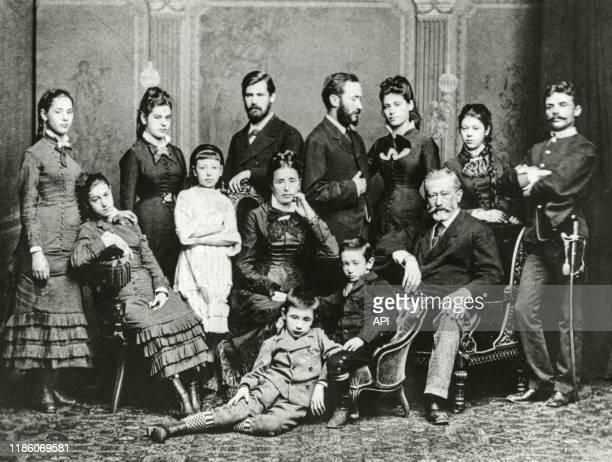 Le psychanalyste autrichien Sigmund Freud posant avec sa famille en 1876