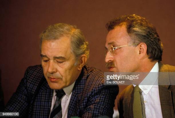 Le psychiatre Tony Laîné et Daniel Karlin réalisateur lors d'une conférence de presse le 2 avril 1986 à Paris France
