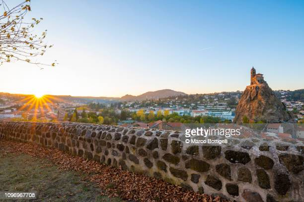 le puy en velay at sunset - le puy stock pictures, royalty-free photos & images