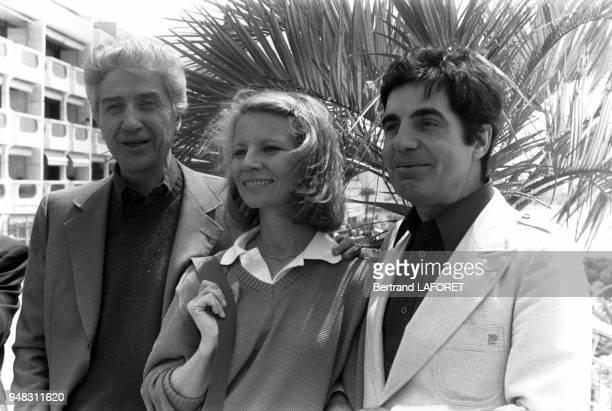 Le réalisateur Alain Resnais et les acteurs Nicole Garcia et Roger Pierre du film 'Mon oncle d'Amérique' au Festival de Cannes en mai 1980 à Cannes...