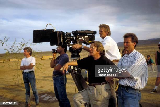 Le réalisateur Alan Parker sur le plateau de son film 'Come see the paradise' le 20 octobre 1989 aux EtatsUnis