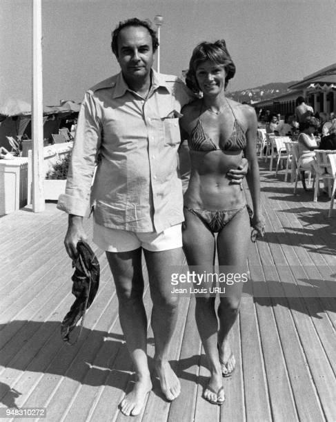 Le réalisateur américain Stanley Donen et son épouse l'actrice Yvette Mimieux lors du festival de Deauville France en septembre 1979