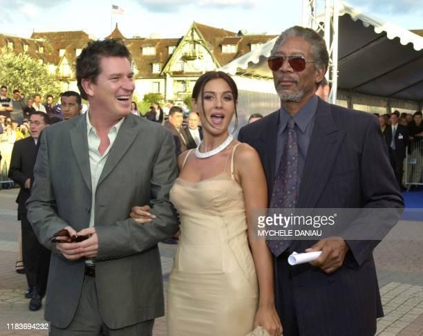 Le réalisateur américain Stephen Hopkins, l'actrice italienne Monica Bellucci et l'acteur américain Morgan Freeman arrivent, le 03 septembre 2000,...