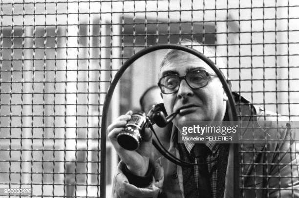 Le réalisateur français Claude Chabrol pendant le tournage du film Poulet au vinaigre en France