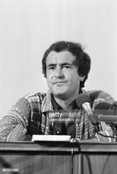 Le réalisateur italien Bernardo Bertolucci lors d'une conférence de presse à Rome le 4 septembre 1979 Italie