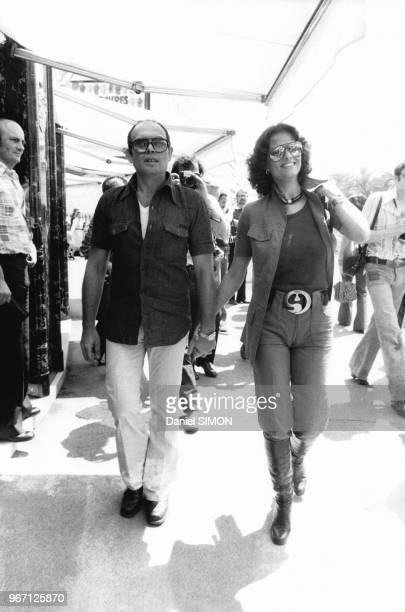 Le réalisateur italien Pasquale Squitieri et son épouse l'actrice italienne Claudia Cardinale les 15 et 16 mai 1976 au festival de Cannes France