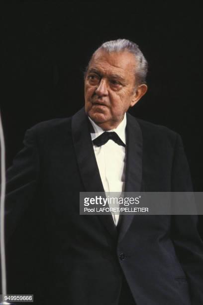 Le réalisateur Jacques Tati sur la scène du Palais des Festivals en mai 1983 France
