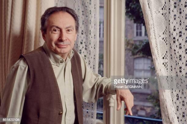 Le réalisateur JeanCharles Tacchella en décembre 1992 France