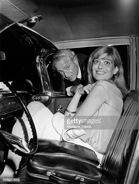 Le réalisateur Jules Dassin et l'actrice Melina Mercouri à leur retour d'Athènes circa 1960 en France