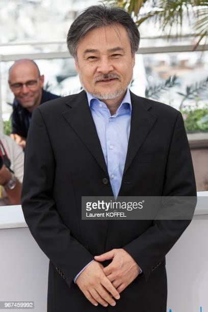 Le réalisateur Kiyoshi Kurosawa lors du photocall du film 'Kishibe No Tabi' pendant le 68eme Festival du Film Annuel au Palais des Festivals le 17...