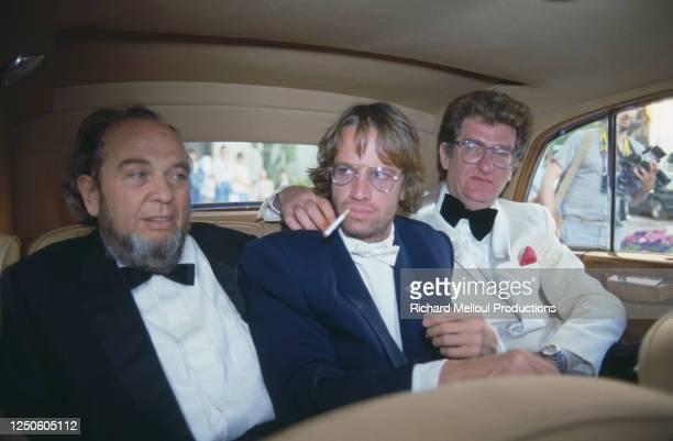 Le réalisateur Marco Ferreri , l'acteur Christophe Lambert et le chanteur-acteur Eddy Mitchell , en voiture au Festival de Cannes.