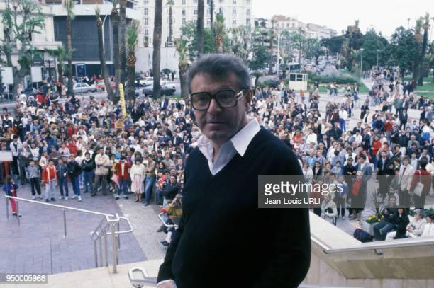 Le réalisateur Milos Forman en haut des marches du Palais des Festivals en mai 1985 à Cannes France