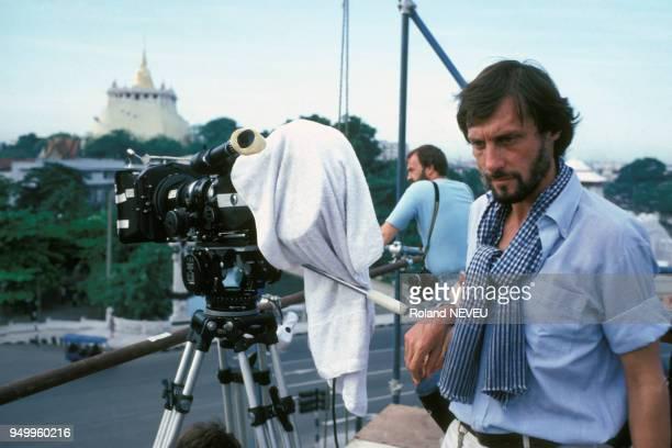Le réalisateur Roland Joffé lors du tournage du film 'La Déchirure' 'The Killing fields en juin 1983 en Thaïlande