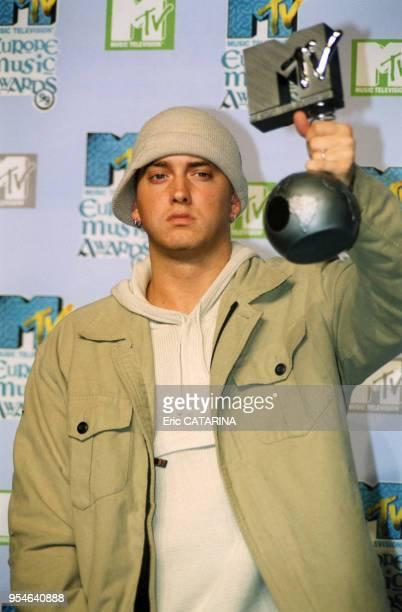 Le rappeur Eminem remporte un MTV Music Award le 11 novembre 1999 à Dublin Irlande