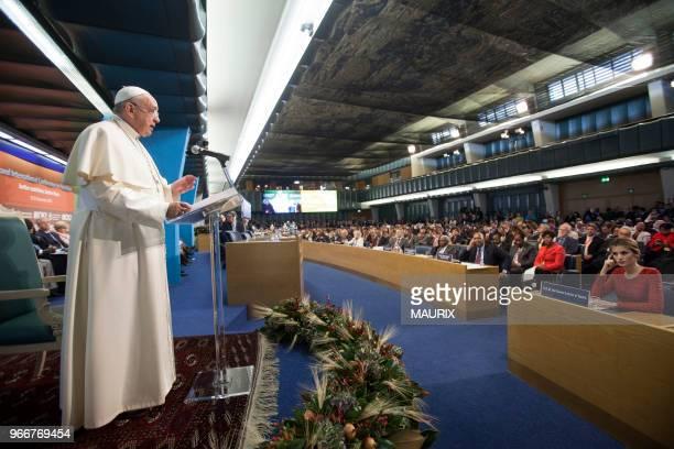 Le reine Letizia d'Espagne à droite écoute le discours du pape François à loccasion de la seconde conférence internationale sur lalimentation le 20...