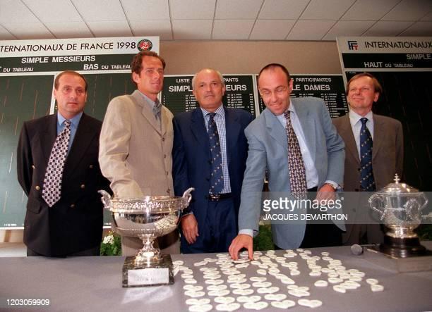 Le responsable des arbitres du Tournoi de Roland-Garros, Bruno Rebeuh, le responsable du tirage au sort, Guy Forget, le président de la Fédération...