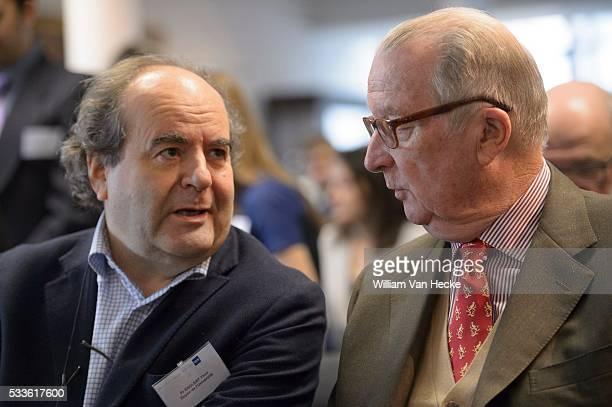 Le Roi Albert se rend au Campus Erasme de l'Université Libre de Bruxelles à Anderlecht Il y rencontre les autorités de l'ULB et le Prof Dr Cédric...